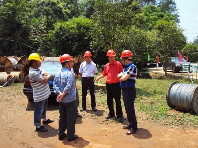 陈绍祥董事长陪同孟义总经理检查天坡一线迁改工程