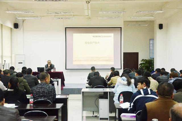 公司组织管理人员参加安全知识培训考核会