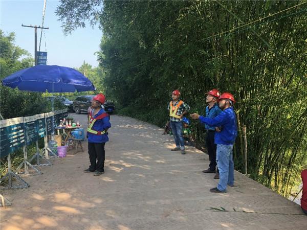 集团公司有关人员到220kV江长线检查指导工作