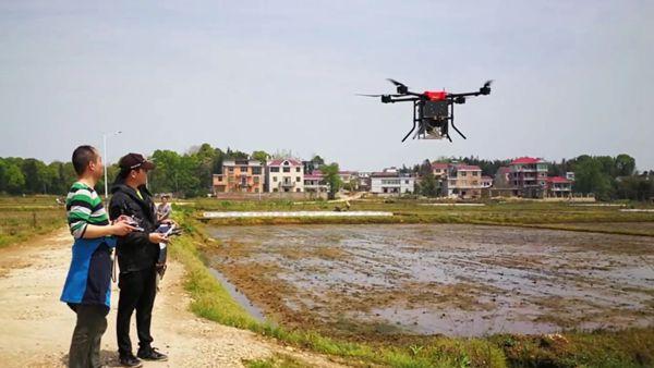 中机航飞无人机实现水稻直播