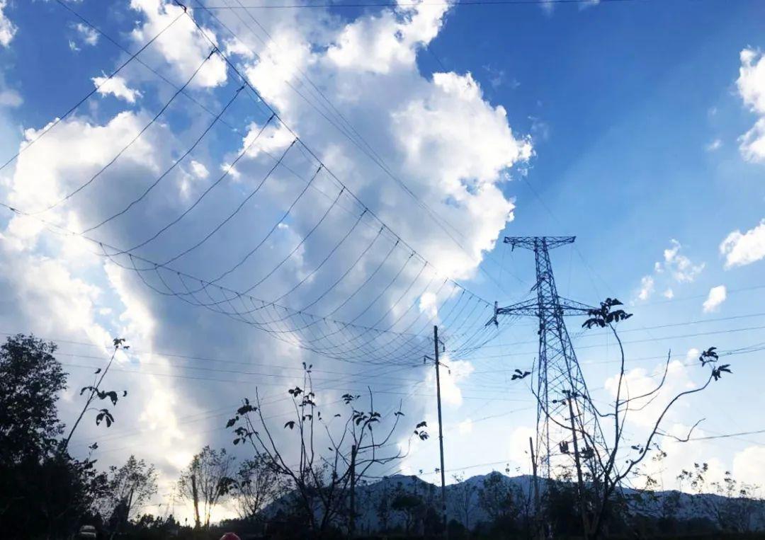 马店升压站—橄榄变电站220千伏线路工程顺利完成高风险段导线展放工作